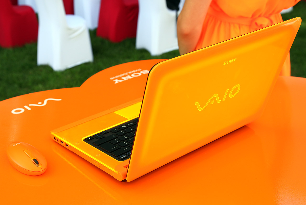 sony-vaio-c-series-orange-2